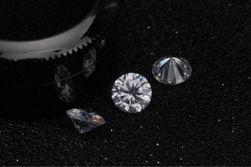 钻戒中钻石的颜色应该选哪个等级