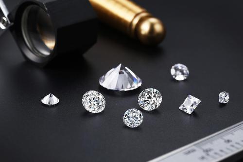 钻石戴久后会变黄吗?
