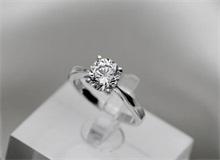 D级钻石是什么 D色级钻石钻石小鸟报价